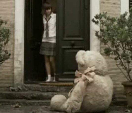 Tvorcovia reklamy si obľúbili medveďov :)
